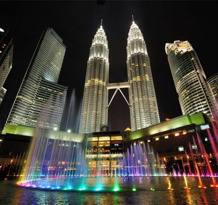 Petronas Towers Visitors must visit the building.
